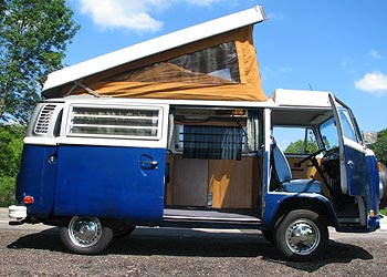 1974 VW Bus Pop-Top Camper